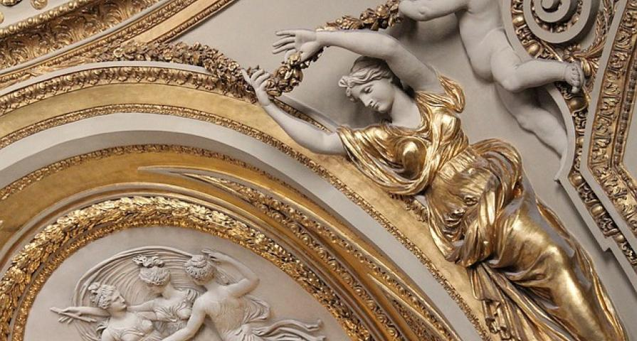 Come to Paris and discover the wonders of the Louvre Museum!
