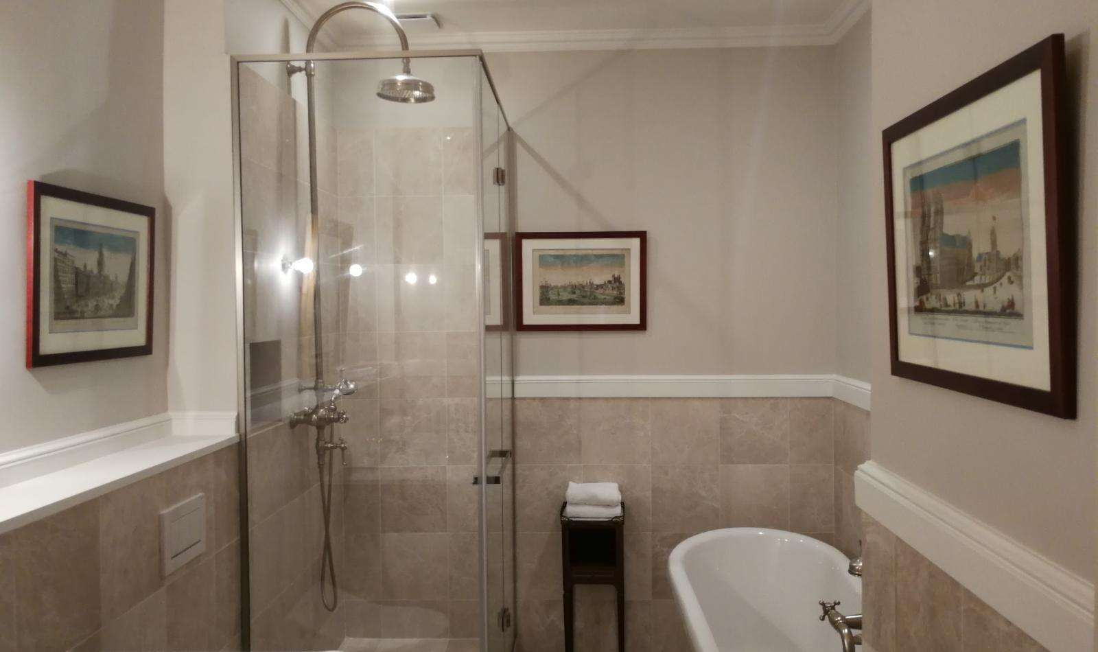 Salle De Bain Low Cost hôtel d'angleterre - photo gallery - in the heart of saint